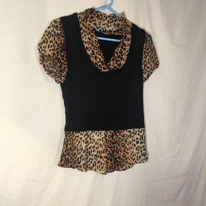 Cougar Print Short Sleeve Sweater Top! Small